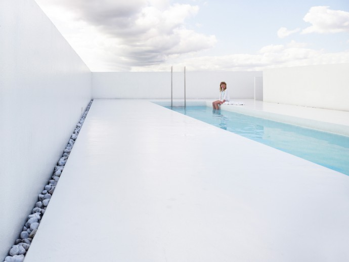 Rooftop pool photographed by Frederik Vercruysse