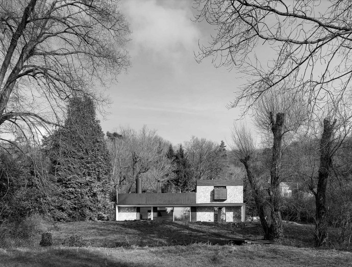 Andr� Wogenscky-designed modernist house in Saint-Forget. Le Corbusier